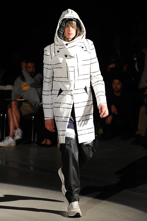 SS12 Tokyo yoshio kubo017_Henry Evans(Fashion Press)