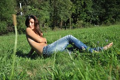 Ccile (Jo Dasson) Tags: nikon shoot topless shooting prairie ccile champ herbe modele d90 leradiateur