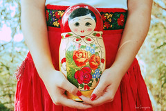 Matrioska. (Lua Corujeira.) Tags: flowers red macro hands doll russia bokeh matrioska luacorujeira