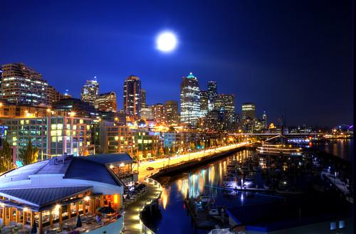 フリー写真素材, 建築・建造物, 都市・街・村, 夜景, 月, ヨットハーバー・マリーナ, アメリカ合衆国,