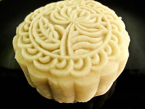 IMG_0365 冰皮芋头月饼 - snowskin  yam filling mooncake