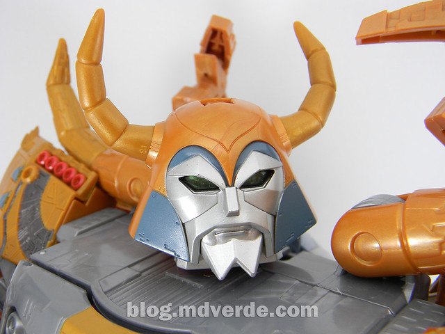 Transformers Unicron Generations Supreme - modo robot