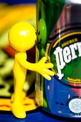 Que calor! (VrOooo) Tags: summer france reflection water smile holidays colorful eau europe break drink fresh pause collioure refreshing sparkling canette boisson happyman fraicheur bendyman gazeuse ptillante