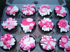 i07 (hayleycakesandcookies) Tags: shine dot cupcake bakery swirl rise
