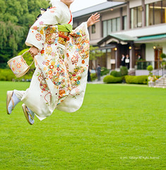 [Blogged]  Levitation on the grass (Takanyo) Tags: digital canon eos jump levitation kimono ef70200mmf4l nyo levitating ef70200mm eos5d ef70200mmf4lisusm ef70200mmf4lis ef702004   5dmarkii 5d2 5dmark2 5dmark takanyo  takanyocom