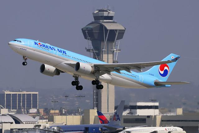 Korean Air Lines Airbus A330-223 (HL8212)