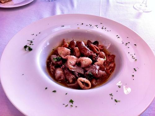 Vic | Club Tenis Vic | Salteado de calamares con setas y mini salchichas
