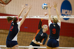 NCAA Volleyball (n8xd) Tags: girls woman net college sports girl female ball nikon women university state action womens valley volleyball svsu shorts f2 vs volley collegiate vollyball 200mm pallavolo saginaw f20 voleibol plfoli 2011 findley glvc  siatkwka  volleyboll  gliac d3s  microwavephoto volleyeuse  findleyfocus   eitpheil