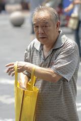 Ooops! (Miguel ngel 13) Tags: china street old red people man luz sol look persona see calle asia shanghai gente east amarillo mirar oriente anciano mirada viejo humano hombre ver canas chino calor comprar  maduro jubilado canoso