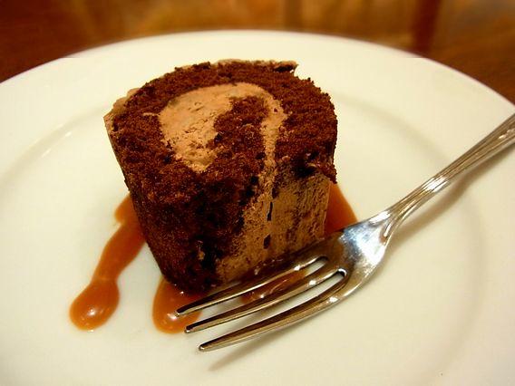 デザートには小さなチョコレートケーキ