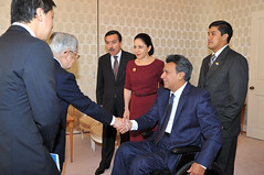 Principes Hitachi (Vicepresidencia de Ecuador) Tags: espejo manuela japon hitachi tokio principes vicepresidente