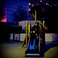 Do YoU WannA PlaY WitH Me ??? (BeniitO) Tags: portrait en paris jardin blurred scene frame enfants soir nuit bastille arsenal tobogan cadre benito cuir mise