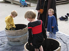 Children at play (Falashad) Tags: sca barrel grapes grapestomp vinfest vinyar