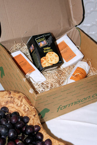 Farmison.com cheese box 2881 R