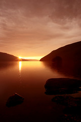 Twinkle (Danny Bownes) Tags: sun lake rise vyrnwy