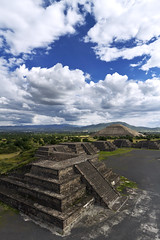 Teotihuacan, Mexico (Luke Peterson Photography) Tags: canon mexicocity pyramid altitude teotihuacan 7d colourful cokin pyramidofthesun pyramidofthemoon streetofthedead