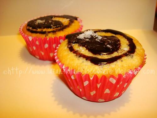 Muffin al cocco con topper al cioccolato