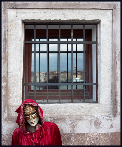 masker in venetië by hans van egdom