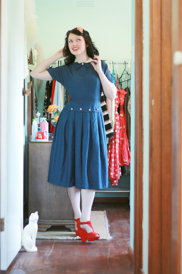 1940s blue dress red shoes c