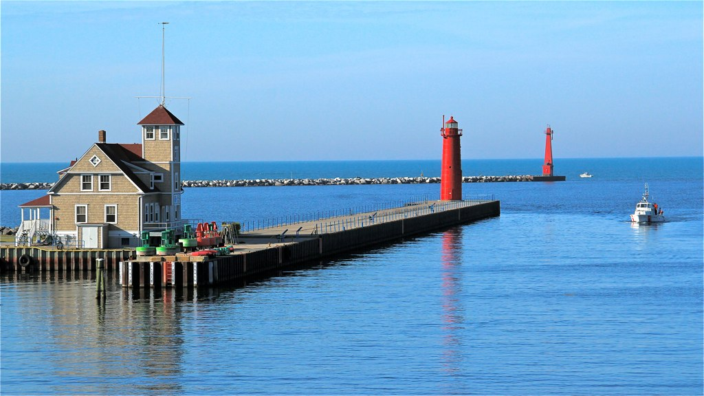 Muskegon Pier Lighthouse