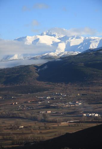 La vista del Gran Sasso nella distanza e la valle dell'Aquilano
