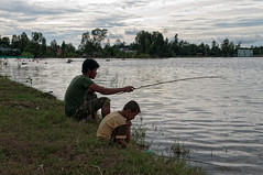 Fishing in rice-field (nguyenphuocloc_1958) Tags: bridge fish water swim children boat jump cu bi nhy cuc chothuyn ihc btc ncni