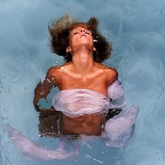 Pool (Buldrock) Tags: light portrait pool piscina acqua ritratto swimminpool vasca buldrock stefanobuldrini hahahascattataakualalumpurunattimofahahaha chiaramentenonèvero risaleapiudiduemesifascattataadargenta