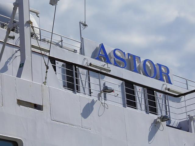 Paquebot Astor dans le port de Bordeaux - P9150085