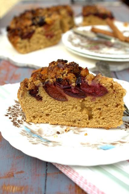 Fetta torta prugne,cannella e noci caramellate