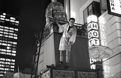 Atop the float, Akasaka matsuri (View Master 187) Tags: camera japan start tokyo soviet rodinal russian matsuri akasaka fujineopan400 ctapt