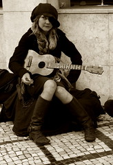 Tasha (rgrant_97) Tags: music portugal ukulele buskers uke streetmusic música coimbra didjeridoo baritone músicanarua