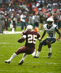Morehouse vs. Howard (Kevin Coles) Tags: washingtondc football wdc bison rfkstadium inauguralgame morehousecollege howarduniversity 2011 hbcu meac siac footballclassic maroontigers blackcollegesports nationsfootballclassic morehousehoward rivairy attnationsfootballclassic nationsclassic