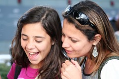 Mother and daughter (Fe em Brasil) Tags: family london daughter mother laughter brazilians roberta rafaela 2011 views100