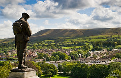 Clitheroe Soldier (Paul-M-W) Tags: sky history nature grass statue architecture clouds soldier town petals ancient guard historic stamen ww2 brass monumen clitheroe clitheroecastle