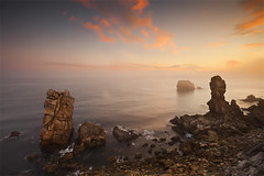 Los Urros II (Sunrise) (DavidFrutos) Tags: red costa seascape beach water rock clouds landscape coast rojo agua rocks dunes playa paisaje filter lee nubes nd filters canondslr roca rocas cantabria filtro filtros liencres gnd neutraldensity canon1740mm densidadneutra davidfrutos 5dmarkii singhraygalenrowellnd3ss pndelasdunasdeliencres