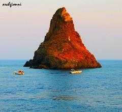 ciclope (archgionni) Tags: sea italy boats italia mare stones barche sicily roccia isle statua sicilia isola ulisse leggenda