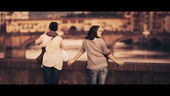 River. (Stefano Santucci - www.stefanosantucci.it) Tags: street city bridge girls friends sunset red portrait people urban italy sun sunlight sunrise canon river photography eos florence dof bokeh candid streetphotography tourist ponte tuscany firenze arno cinematic pontevecchio stefano vecchio santucci 135l canoniani 5dmarkii 5d2 5dmii streettogs tastino0 tastino0photography0