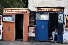 BERLIN - PHOTOAUTOMAT (Maikel L.) Tags: deutschland germany alemania berlin hauptstadt capital photoautomat automat fotoautomat photo foto friedrichshain warschauerstr shot takingpictures fotografieren passfoto photoshooting streetshot streetscene camera kamera