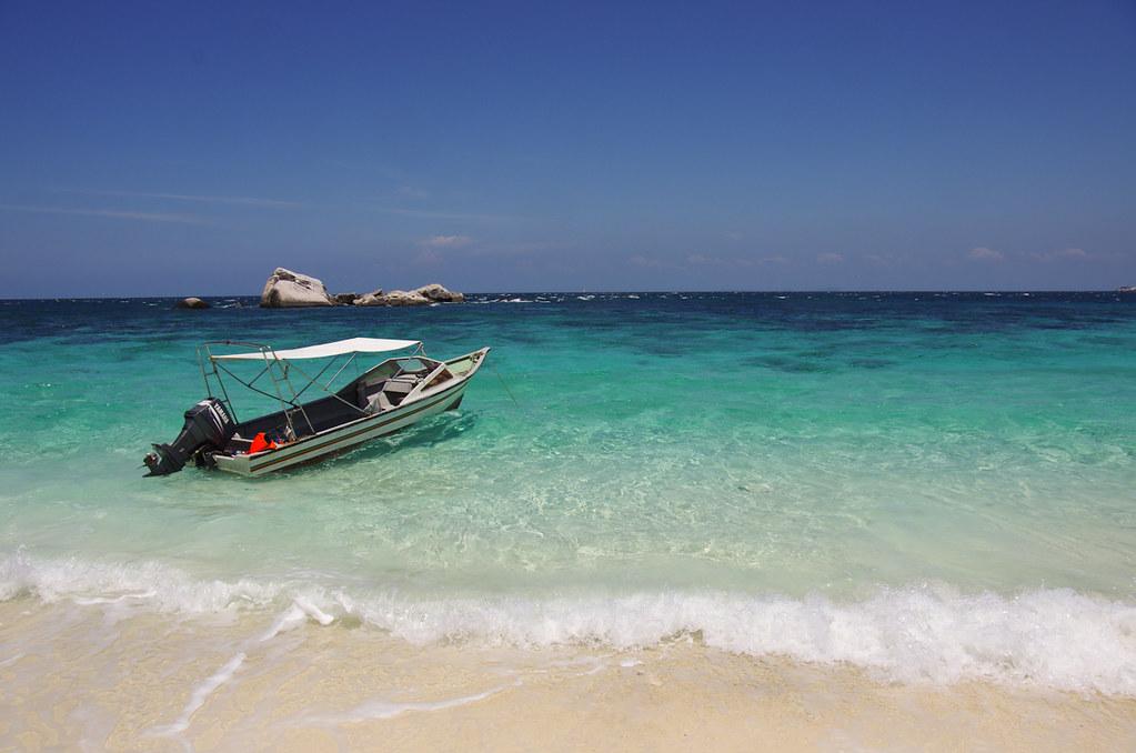 (潜水太久,出来透气)热晕了的热带海岛