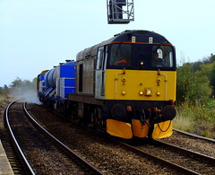 20901 & 20905 blast through Crowle with 3S14 RHTT. (Michael 43123) Tags: two snow english electric train grey one head rail class type british 20 railways tone crowle treatment 20905 ploughs 20901 hnrc rhtt 3s14