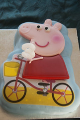Peppa Pig cake (Snoop Baggie Bag) Tags: birthday cake peppapig 2011 éowyn
