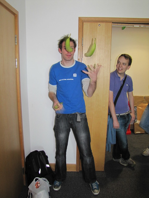 d_ed juggling bananas outside Collabora office