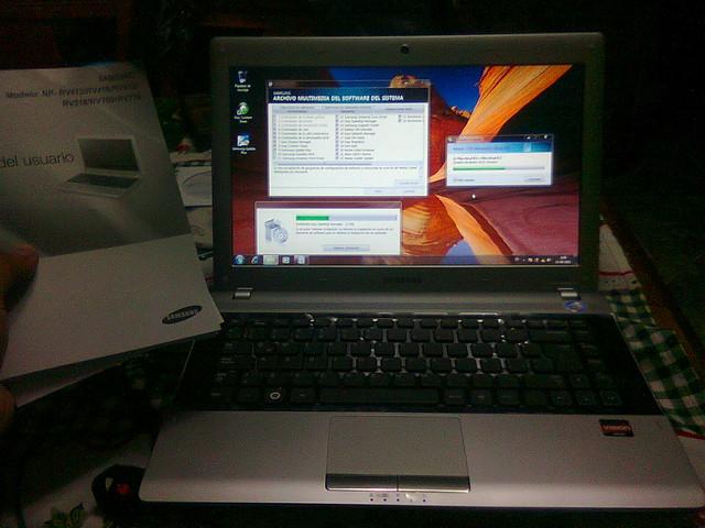 SAMSUNG RV413 AMD E350 Win7