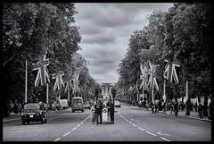 Looking down the Mall (Nathan Reading) Tags: london history landmark icon queen buckinghampalace historical royalparks royalty themall thequeen bestofbritish theroyalwedding niksoftware silverefexpro2 kateandwilliam