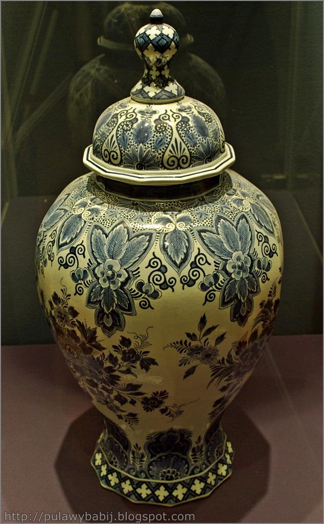 Fajans holenderski, Duża waz z nakryciem