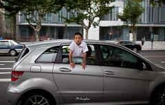 20110909-9 (Onni / Xijia Cao) Tags: china street boy summer window car child shanghai excited mercedesbenz curious ef35mmf14lusm eos5dmarkii gettychinaq2