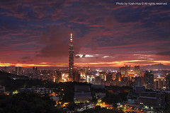 Moon FestivalTaipei City at Sunset, Taiwan  Sep. 12, 2011 (*Yueh-Hua 2013) Tags: camera sunset building tower architecture night skyscraper canon buildings eos fine taiwan 101  5d taipei taipei101 dslr        canonef2470mmf28lusm moonfestival   101    canoneos5d    horizontalphotograph markins   l  taipei101skyscraper taipei101internationalfinancialcenter sirui tigerpeak   photoclam ballheads n2204  pc44ns siruin2204 pc69up3 pg50cameraplate 2011september