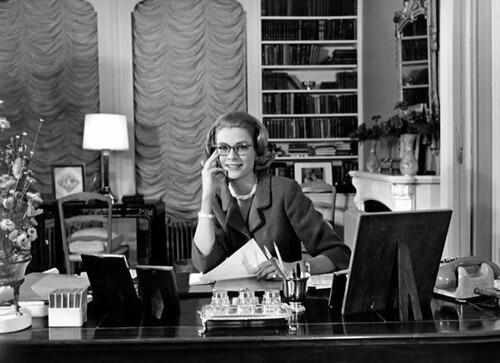 Grace-Kelly-bureau1960