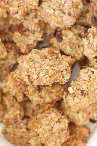 Apple oat almond morsels / Õuna-kaerahelbekäkid