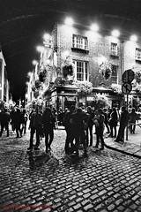Dublin-canon A1 ilford hp5 (Giampiero Muccioli) Tags: bw dublin film night 35mm ilfordhp5 20mm canona1 templebar bianconero dublino pellicola giampieromuccioli